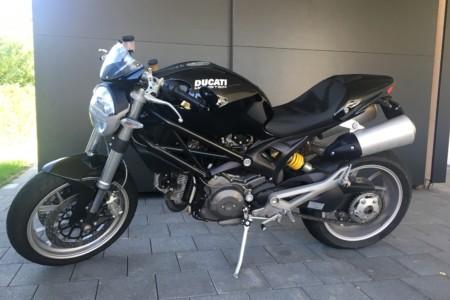 Ducati-Monster-1100-Cruizador