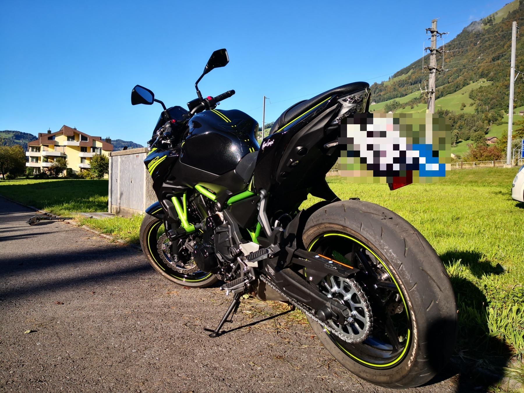 Kawasaki Z900 (35 KW) - Motorrad Mieten in der Schweiz